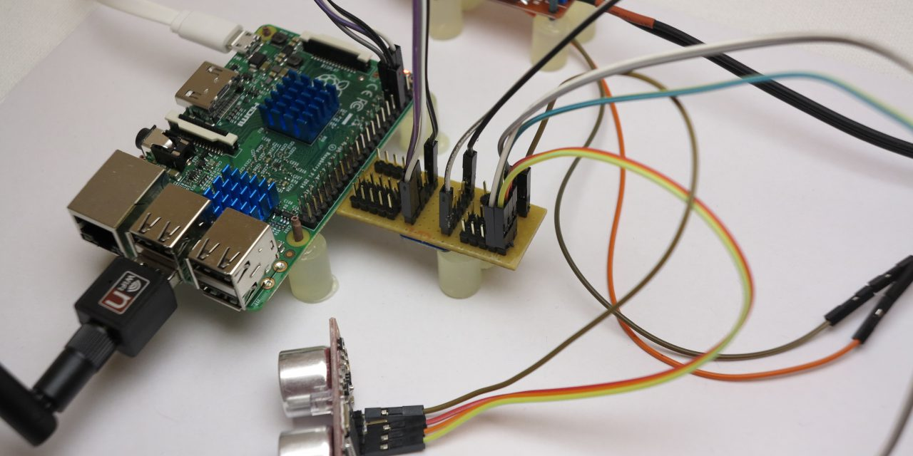 I2C Hub with integrated level shifter