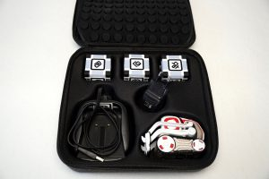 ANKI COZMO Roboter - Transportkoffer Nahaufnahme mit Zubehör