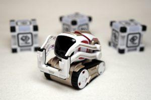 ANKI COZMO Roboter mit Cubes