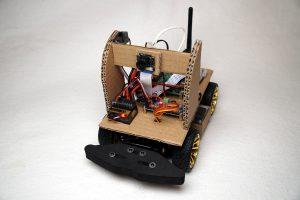 Autonom fahrendes Raspberry Pi KI Roboter Auto - ESC Fahrtenregler montiert