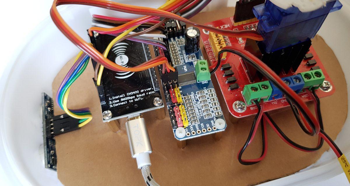 Building robots with the ESP8266 development board – servo motor control